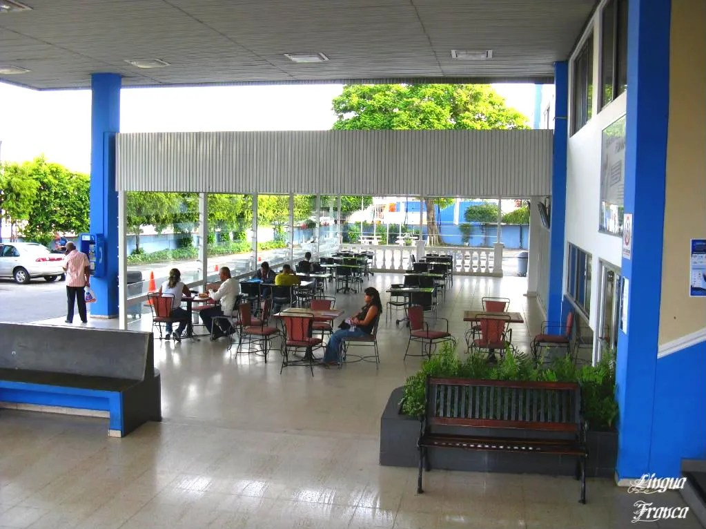 A panoramic view of ULACITs cafeteria with several students having their breakfast.  (Credit:  Omar Upegui R.)