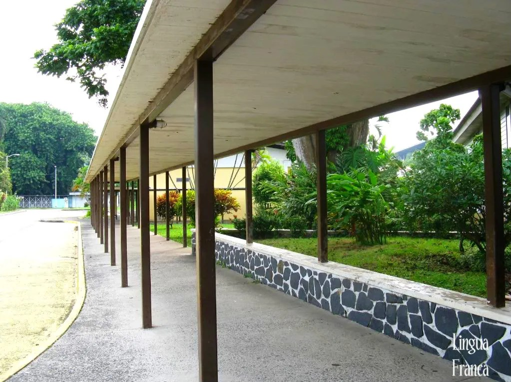 A view of the long covered corridor to protect the students from intense rain during the rainy season.   (Credit:  Omar Upegui R.)