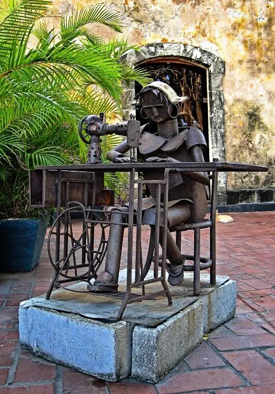 Photograph of a metallic lady and her sewing machine located at Las Bóvedas in the Casco Viejo of Panama City, Panama.