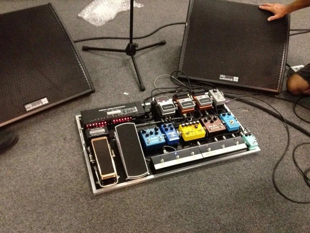 hight resolution of steve lukather s new pedalboard racksystems
