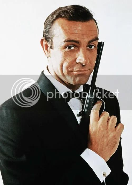 Foto de James Bond penteado.