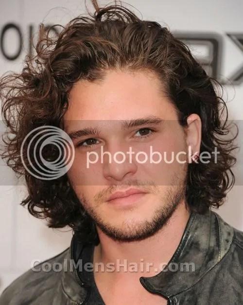 Kit Harington Naturally Curly Hairstyle – Cool Men's Hair