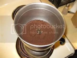 Assmebled, water starting to move into upper chamber.  Stir a little as the water rises to get all the coffee wetted.