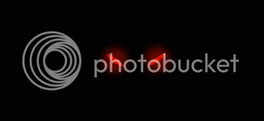 glowing red eyes in the dark by Roodoki
