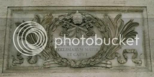 800px-Inschrift_lateranbasilika-1.jpg picture by kjk76_94