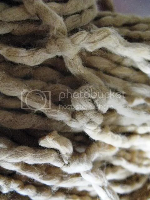 golden_yarn_knots