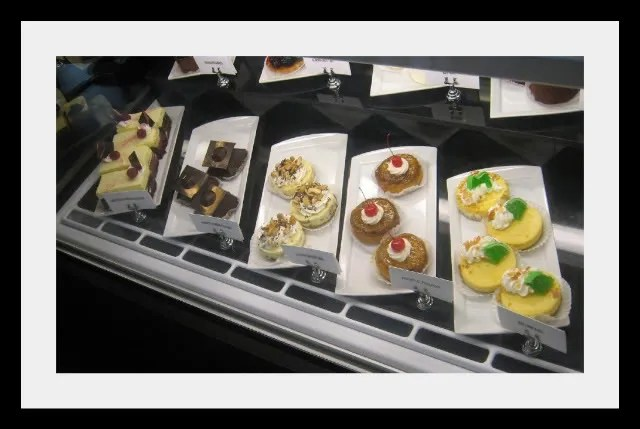 Salara Pastry Case