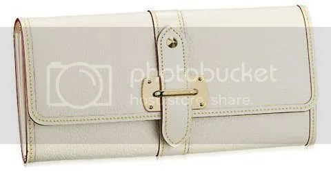 Louis Vuitton Wallet Le Favori in Suhali Leather