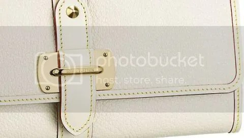 Detailed shot of the Louis Vuitton Wallet Le Favori in Suhali Leather