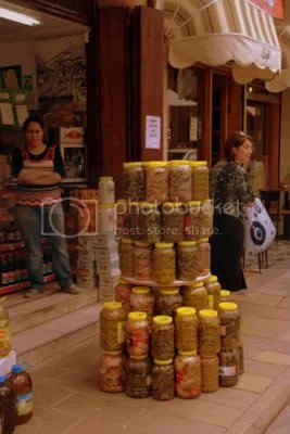 Winkelpresentatie op straat in de Turkse zone