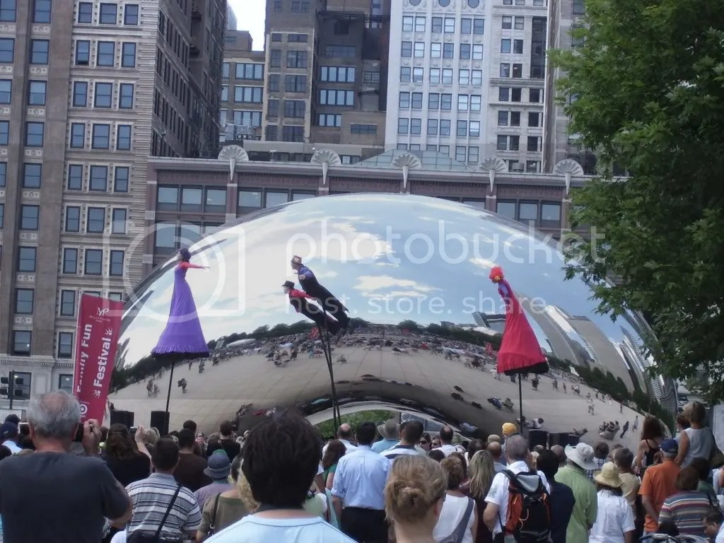 Show in front of cloud gate