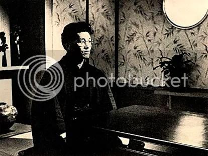 Com mais cabelo do que o personagem pedia, Eiichi Iwata interpreta o shiran mágico Minamoto, mestre de O Judoka - CLIQUE NA FOTO PARA AMPLIAR