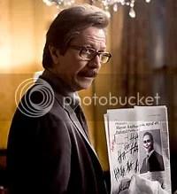 O excelente Gary Oldman é a cara de Jim Gordon - CLIQUE PARA AMPLIAR ESTA FOTO EM ÓTIMA RESOLUÇÃO.