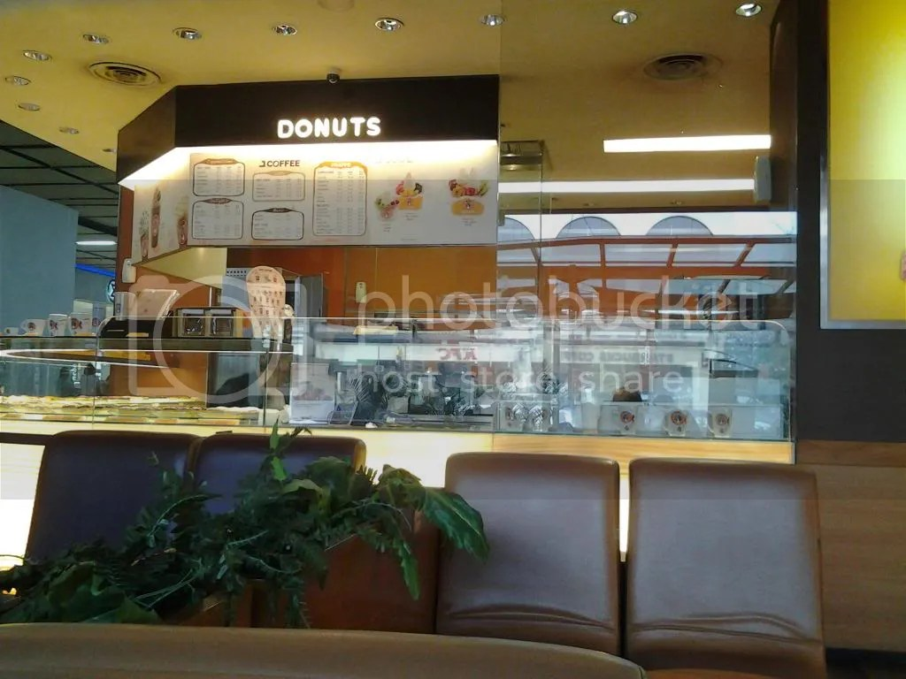 Counter J.CO Donuts
