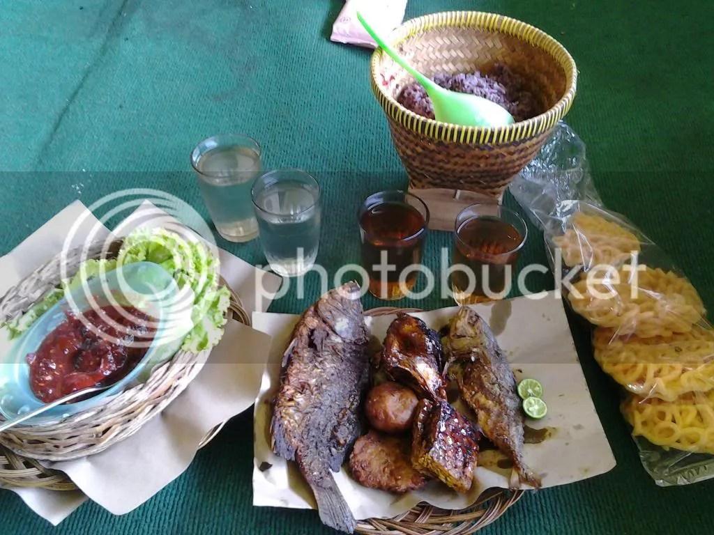 Makan siang kami~