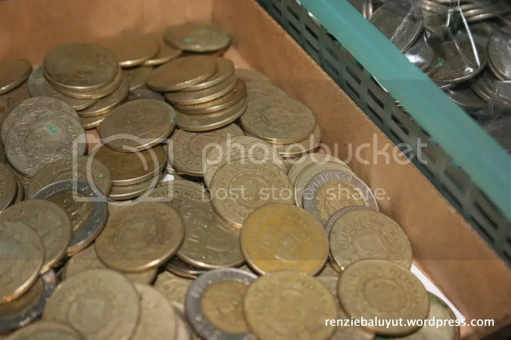 Sort out your spare change according to denomination. Bag and tag them to get them ready for depositing or spending.
