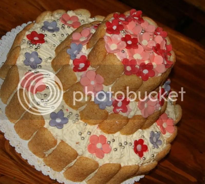 torta 3 piani con fiorellini per un'amica dal pollice verde