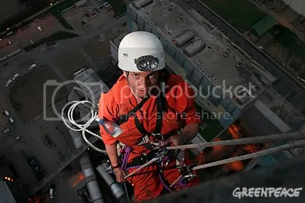 Greenpeace activist on Kingsnorth Chimney