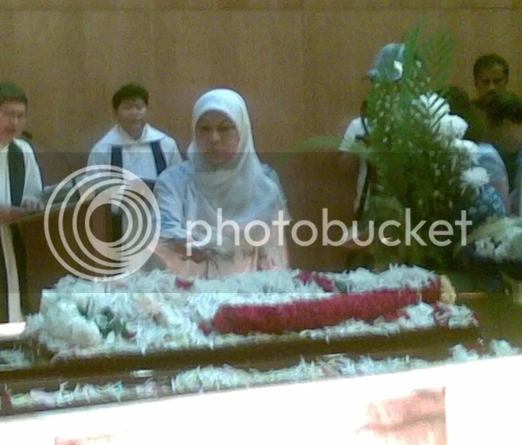 JBJmandai30.jpg JBJ's funeral service at Mandai crematorium picture by wayangparty