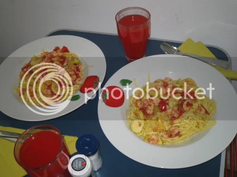 Linguine mit Scampi Zucchini und Tomate