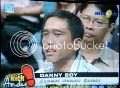 Testimoni Danny Boy di Metro TV. Saya jepret menggunakan Casio Exilim Z75.