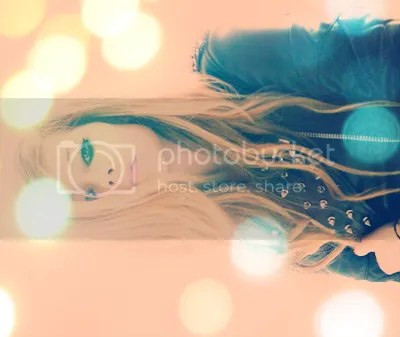photo 0avrillavigne43550x389_zpsb28f6125.png