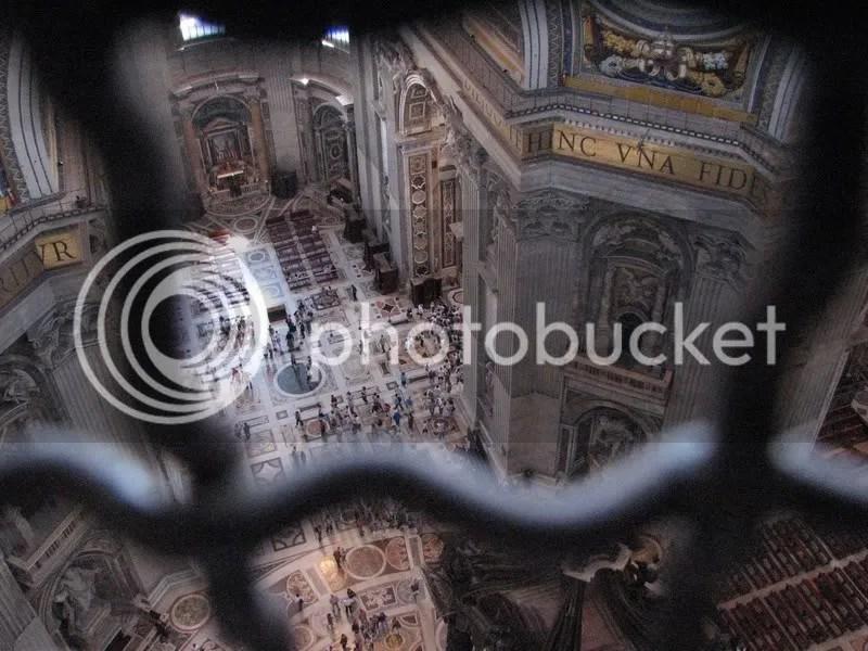 Interiorul bisericii Sf. Petru, de sus.
