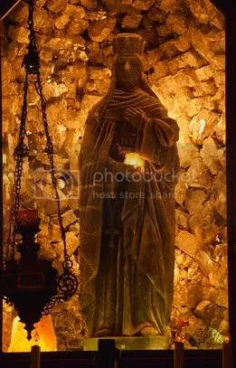 StatueoftheVirginMary.jpg picture by kjk76_98
