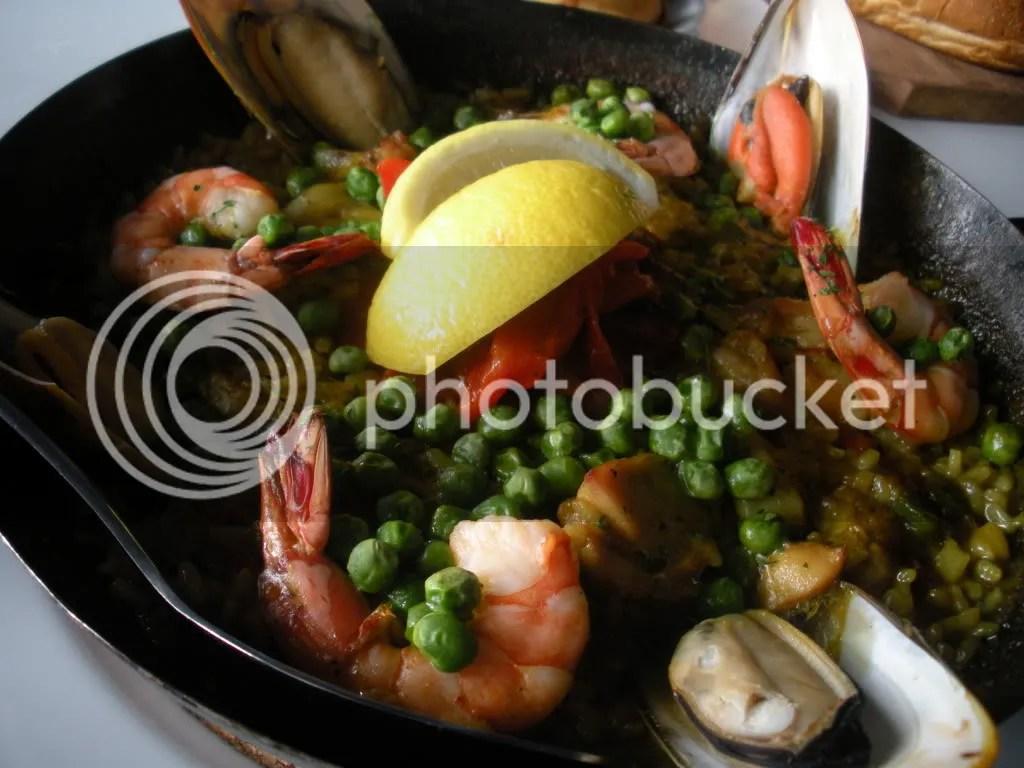 paella,valencia,spanish,paella valenciana,bomba rice,seafood,chicken