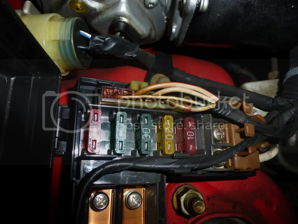hight resolution of uh oh main fuse box in engine bay is melting pics