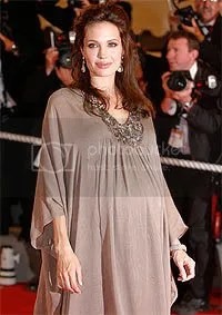 Angelina Jolie 9 months pregnant