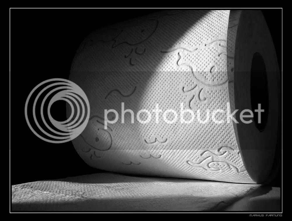 ToilettenpapierMarkusJosefFarnung.jpg picture by HavenWhite