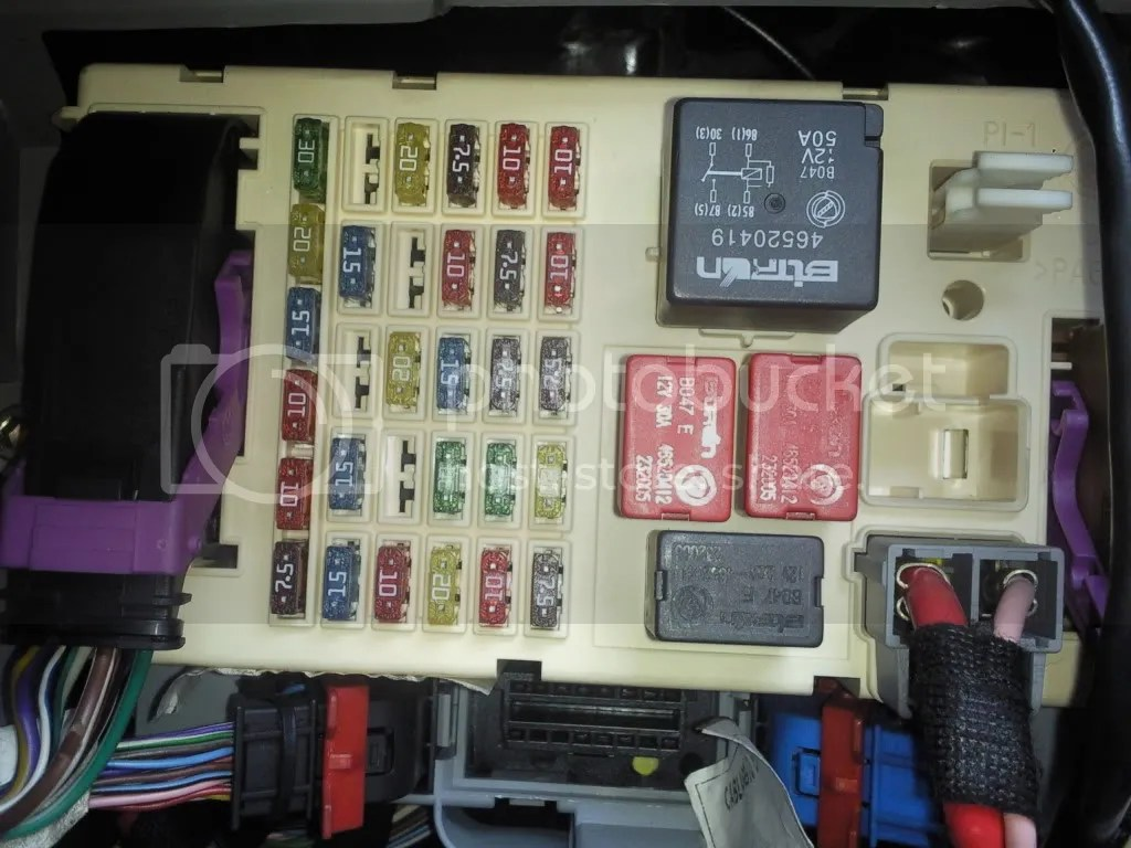 hight resolution of fiat 500 interior fuse box location