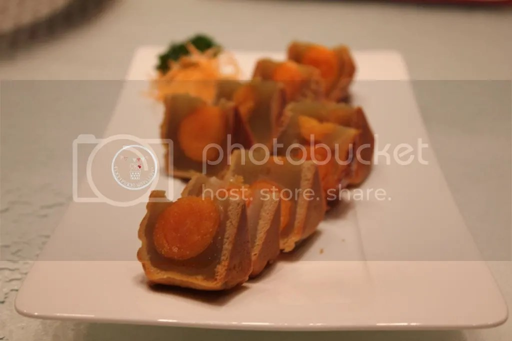 Wing Wah white lotus seed mooncakes with double yolk