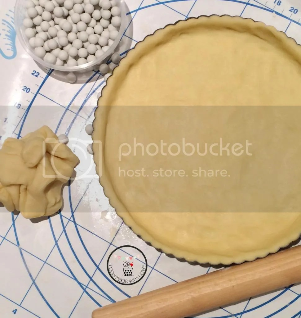 Lining the tin with the pastry