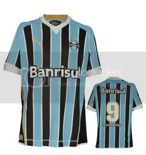 57b82315ff4 The new home kit will be used when Gremio host Universidad de Chile on  February 25