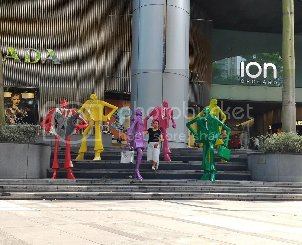 at the ION Orchard Mall. I have a thing with colorful stuff eventhough I love wearing black, gray and white