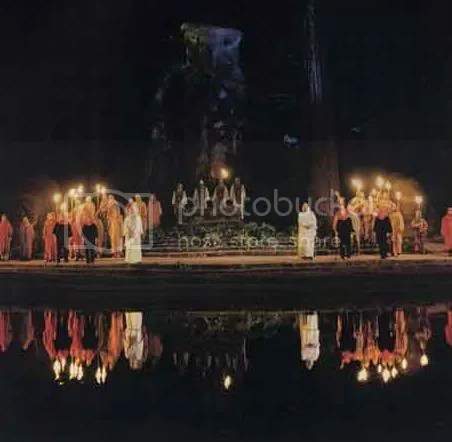 Pictures of the Bohemian Grove - Masonic Owl god Molech (3/6)