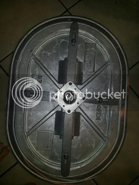 Submarine style access hatch