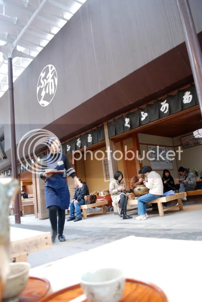 Aka fuku waitress