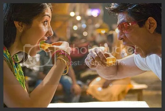 shah rukh khan eating pani puri