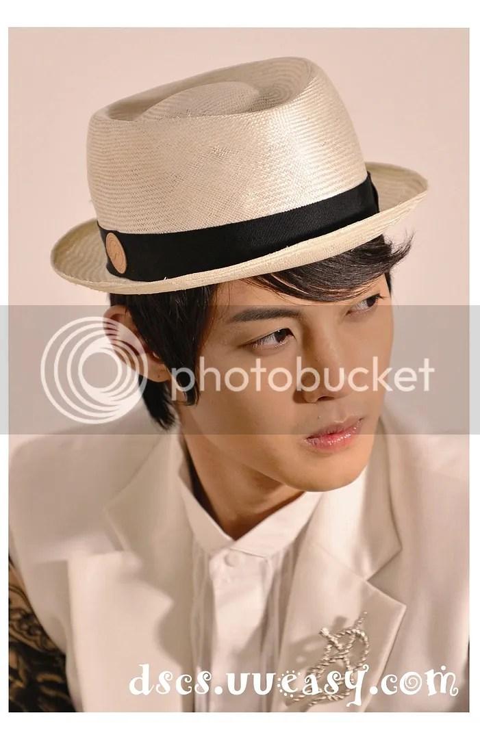 https://i0.wp.com/i298.photobucket.com/albums/mm266/wing725/Hyun%20Joong/HJL_MIVO009-1.jpg