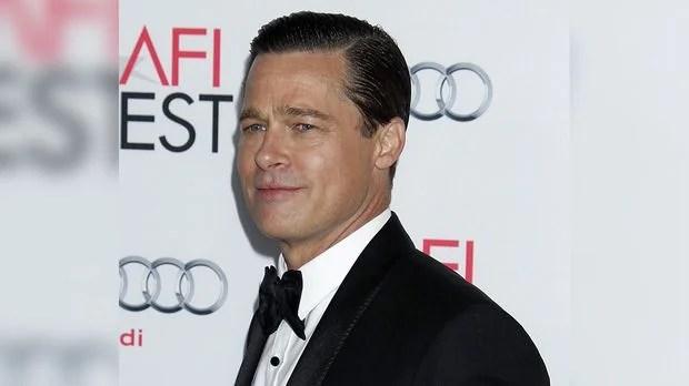 """Allied"""" Star Brad Pitt Wird Am Set Zum Helden Kleines Mädchen Aus"""