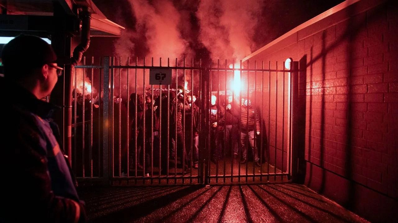 hunderte gladbach fans feiern derbysieg