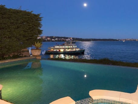 New infinty pool on Sydney harbour 11 Holbrook Avenue, Kirribilli, adding plenty of value to the renovation!
