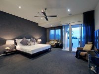 Classic bedroom design idea with carpet & balcony using ...