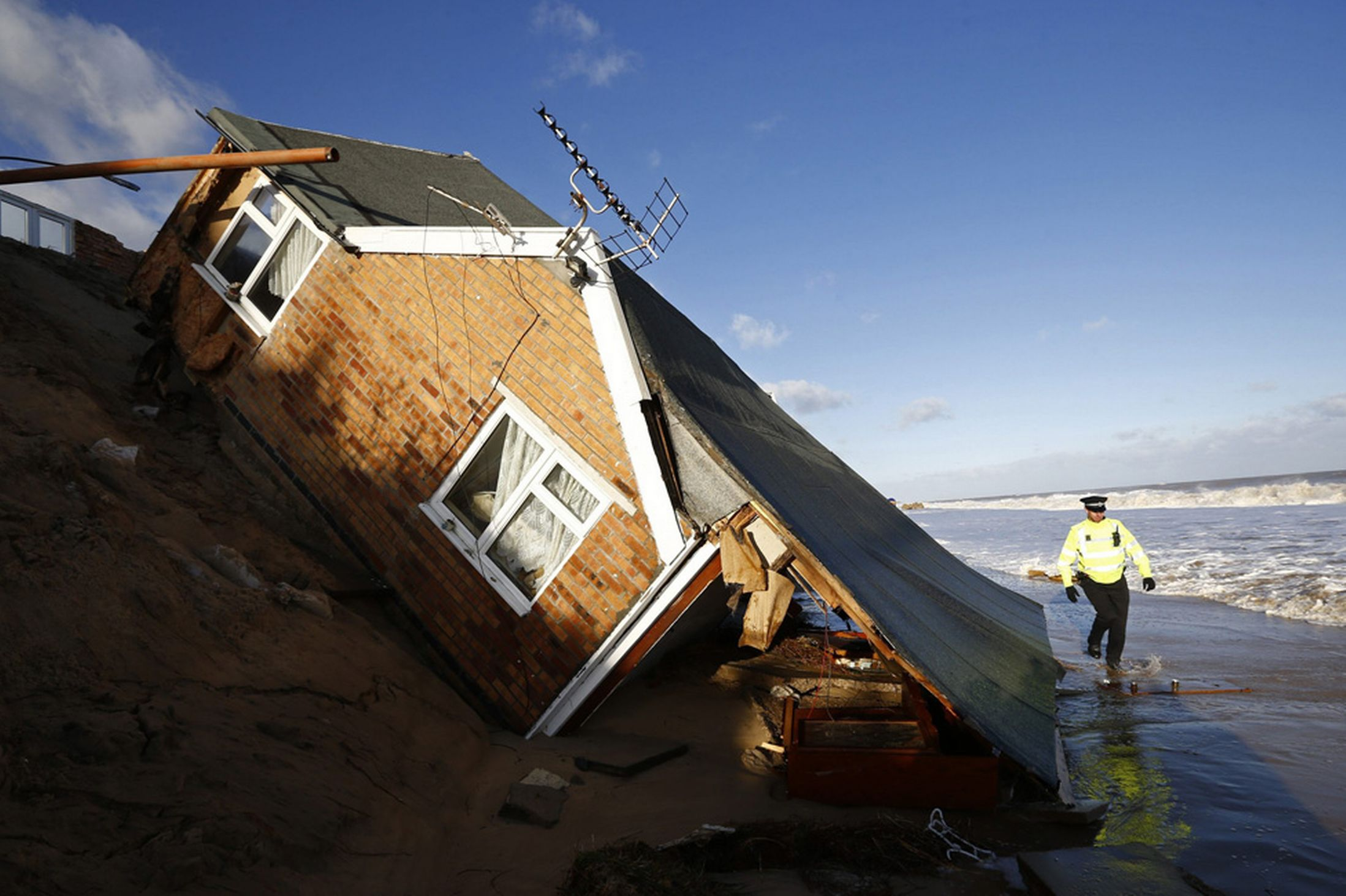 7th dec 2013 storm surge houses damaged in UK