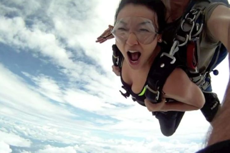 Tandem skydivers near miss with the aeroplane