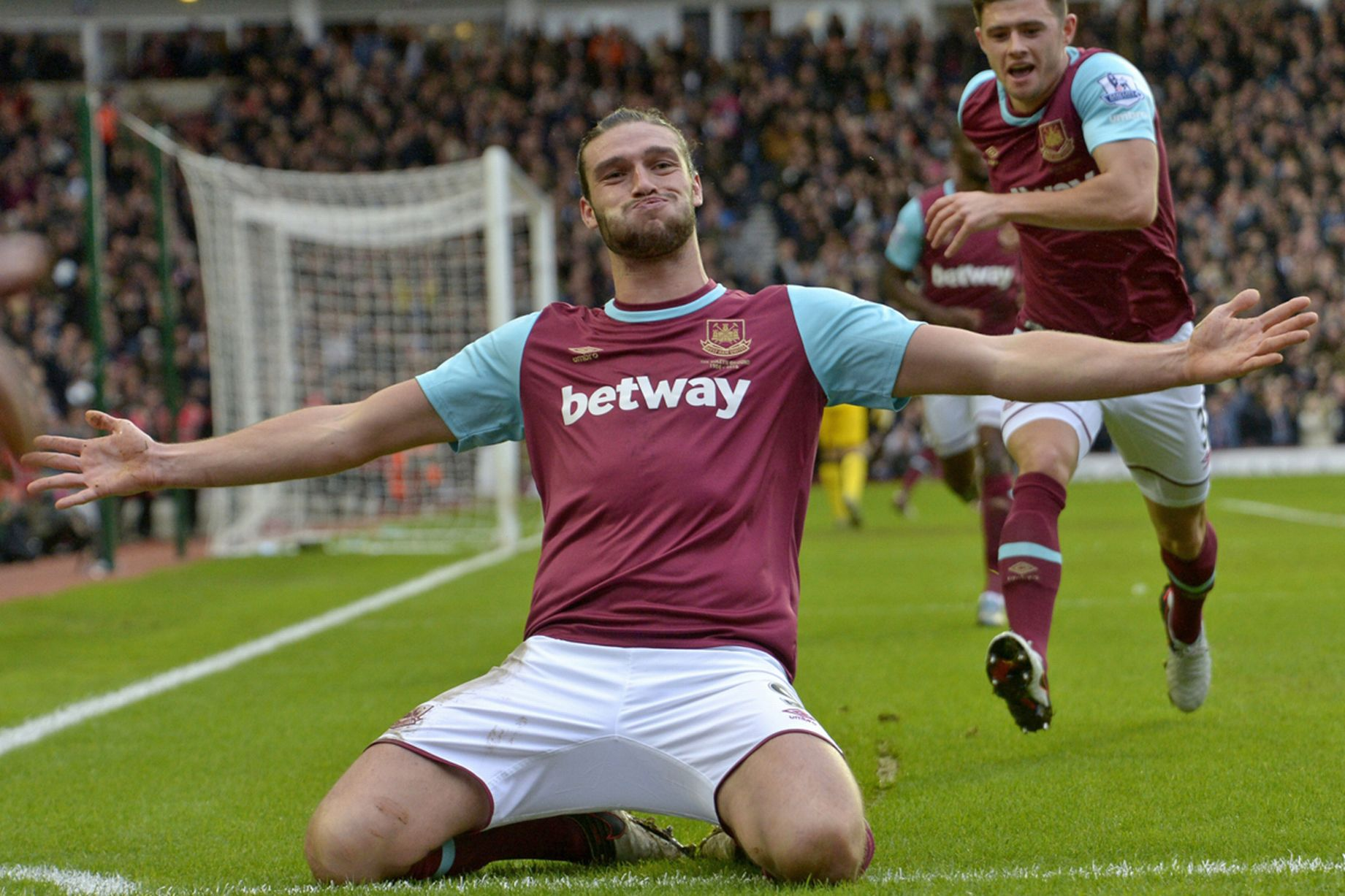 Andy Carroll celebrates scoring the second