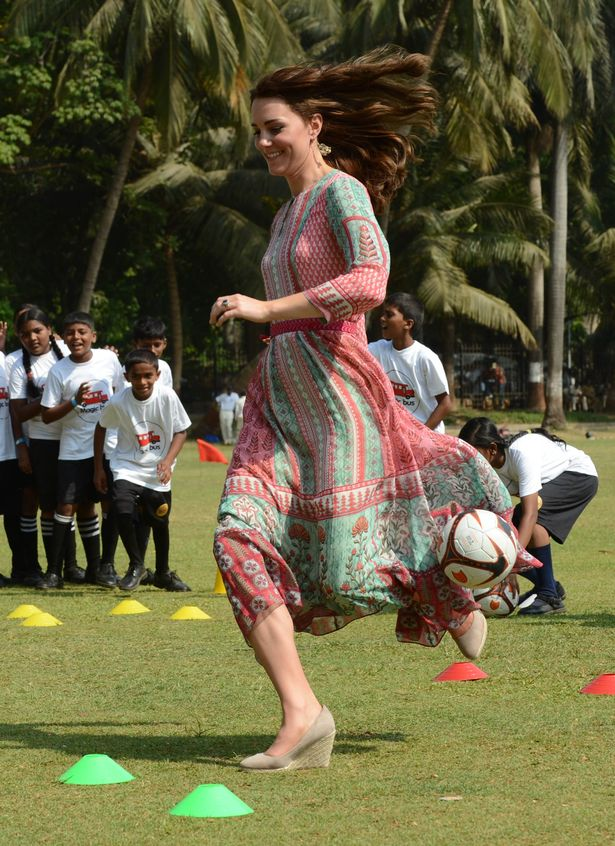 Kate joined in a game of cricket at Oval Maidan, Mumbai's iconic recreation ground, wearing a floaty dress and wedges